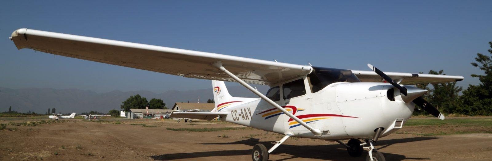 Conoce nuestras carreras y programa de formación de piloto comercial.
